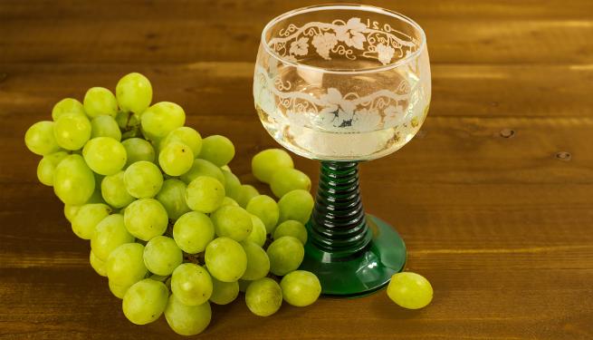 Guter Wein aus passendem Weinglas