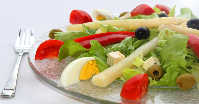 Gesunde Salate mit Olivenöl